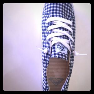Roxy surf navy gingham tennis shoes 8.5